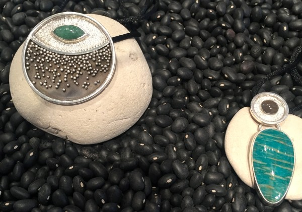 Silver granulation and precious stones